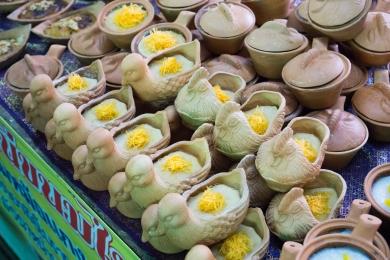 ไปและที่ตลาดบางน้ำผึ้งอย่างที่ตั้งใจ.. ขนมน่าอร่อย
