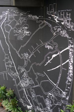 แผนที่เส้นทางท่องเที่ยวของบางกะเจ้า..และใกล้เคียง อยู่บนผนังที่พักของบางกอกทรีเฮ้าส์